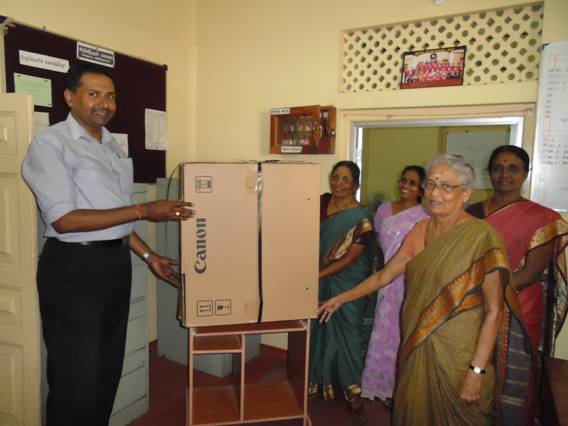 Mr.G.Krishnakumar , Coordinator IMHO hands over the photocopier to the members of Board of Management.